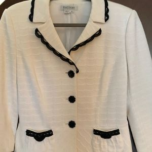 Kay Unger White and Black Ladies Suit